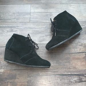Toms Black 9.5 Lace Up Wedge Booties